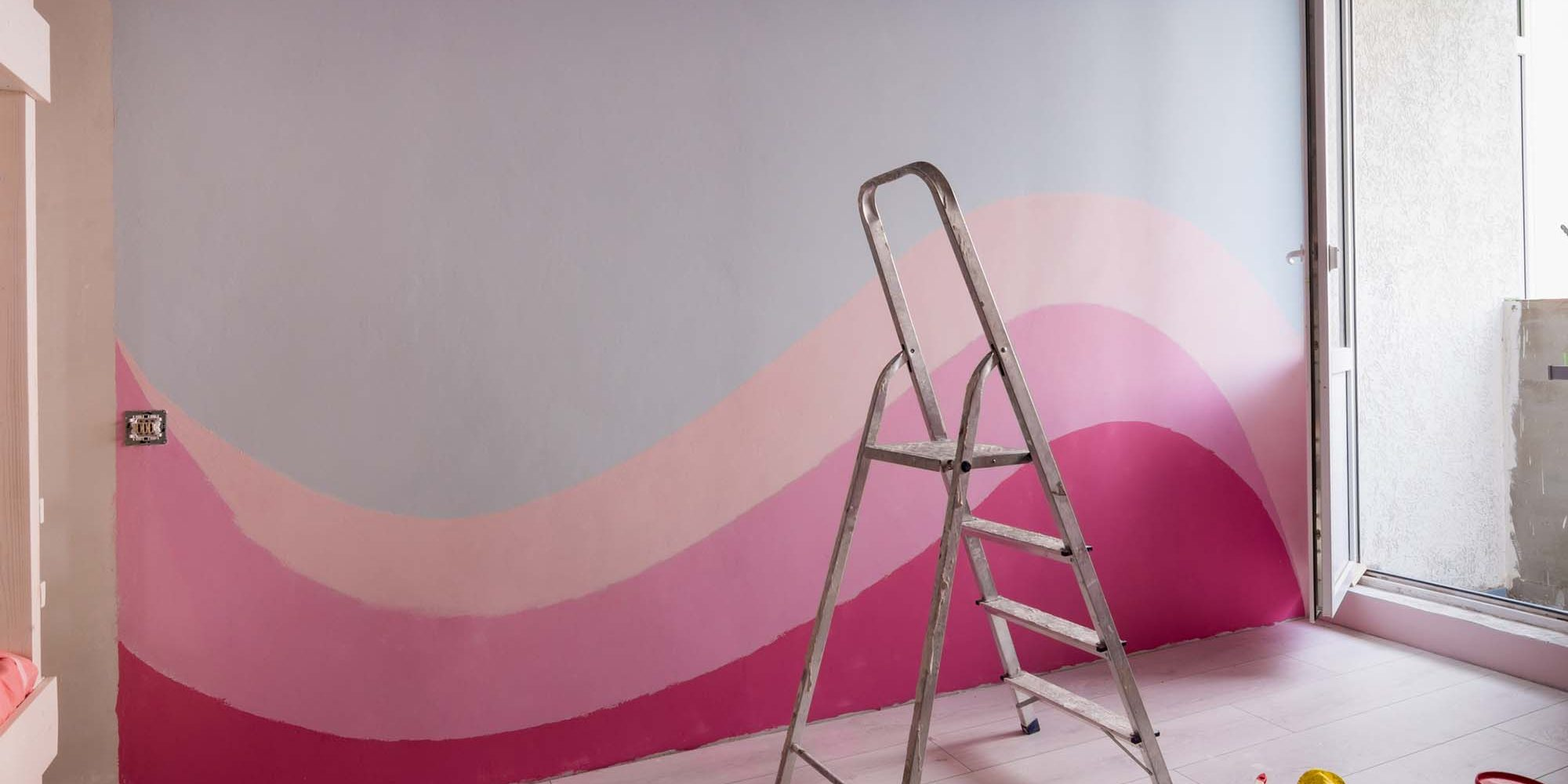 Repair in the children's room, original painting of the walls in light blue and pink